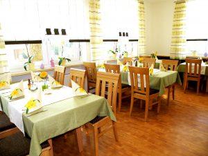 In unserem Restaurant werden Sie zum Abendessen mit herzhafter bayerischer Küche und zünftigen Brotzeiten verwöhnt.